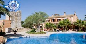La piscina, il principale richiamo dell'agriturismo maiorchino.
