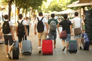 Turisti sulla Rambla di Barcellona, dove Airbnb concentra buona parte dell'offerta. Foto: Carles Ribas.