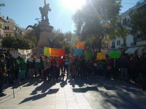 Manifestació del 9 d'abril a Vara de Rei contra els lloguers abusius i pel dret a un habitatge digne. PAH Eivissa.
