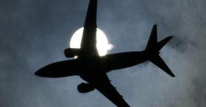 Les emissions de l'aviació són especialment nocives i responsables del canvi climàtic. Tim Shaffer.