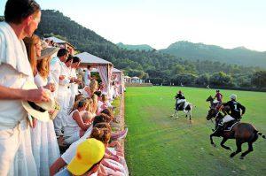 La jet-set que poc tenen d'agricultors són dels més beneficiats per la Llei Agrària. Festa de l'alta societat al polo de Son Coll, Banyalbufar.
