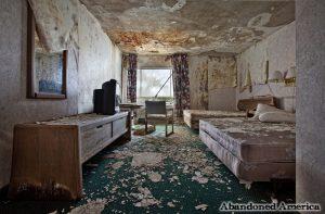 L'habitació d'un hotel abandonat a Nova York. La propera postal a les Balears? Abandoned America.
